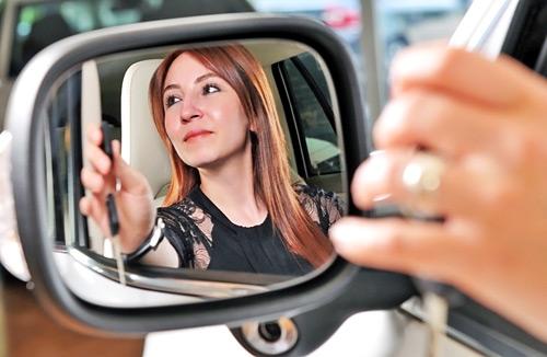 buying-car-dealer-salesperson-dealership-new-shopping
