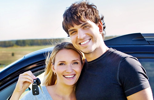 happy-couple-near-new-car