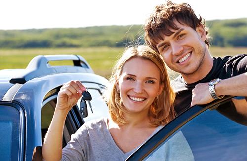 happy-couple-near-car