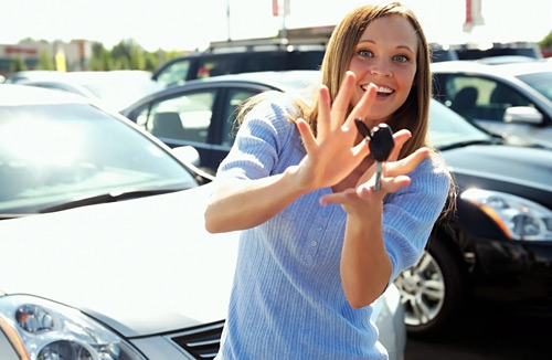 Woman-Car-Key-loan